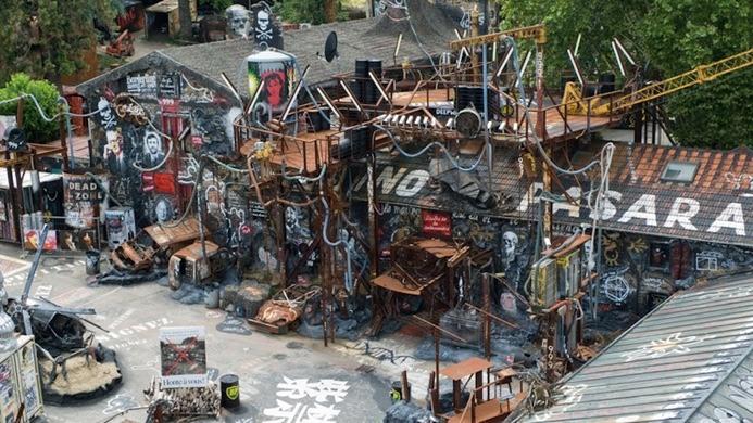 Abode of Chaos (Lyon, Francia)