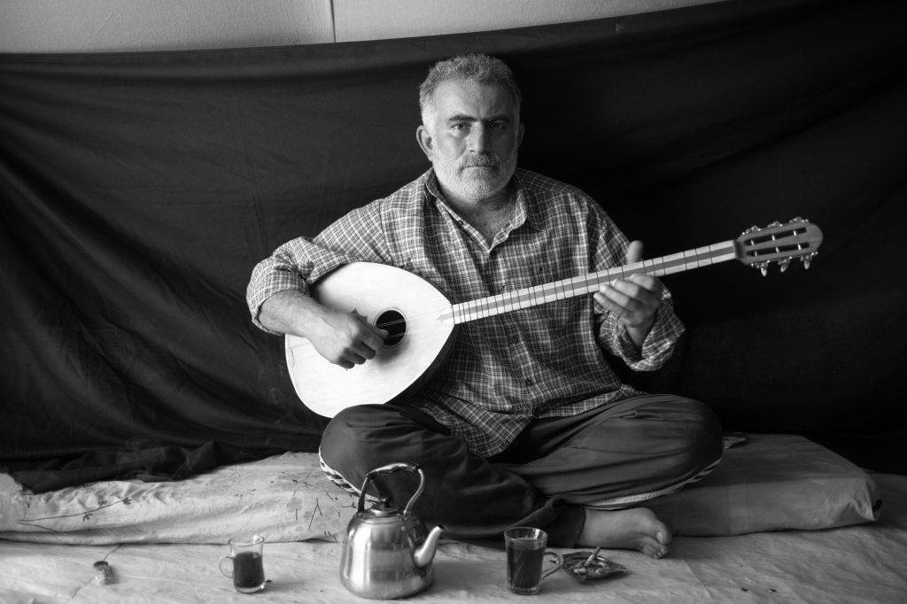 Nasraldien Mohammed Ibrahim, 37 años, en su tienda de campaña en el campamento de refugiados de Domiz en Kurdistán.